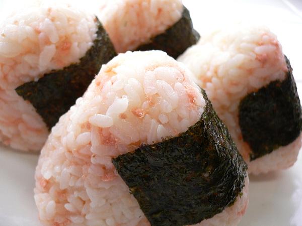 Salmon_onigiri_by_yomi955