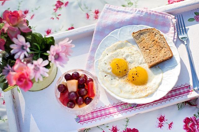 拒食の回復期の過食は、たくさん食べてもいい?