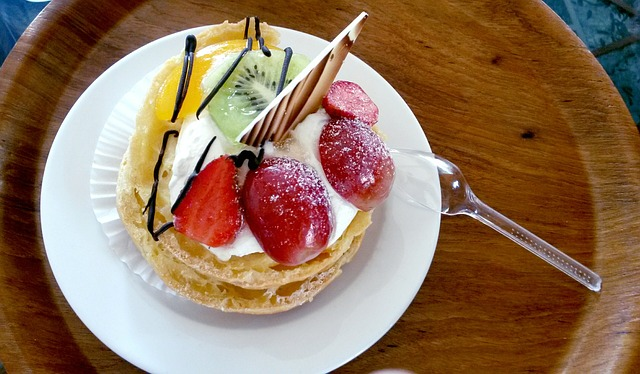 fruit-filled-choux-pastry-728414_640
